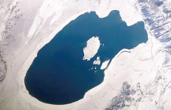 Jezioro Mono. Zdjęcie z FD6 misji STS-107 / Credits - NASA