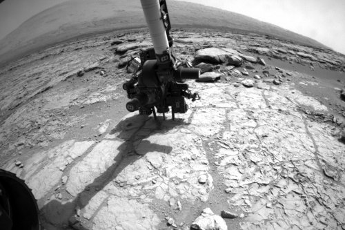 Wiertło MSL przyłożone do skały John Klein - 31.01.2013 / Credits - NASA, JPL