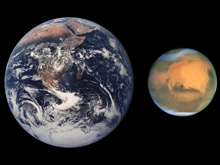 Ziemia i Mars / Credits - HST, NASA