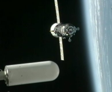 Progress M-18M zbliża się do ISS - 21:26 CET / Credits - NASA TV