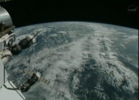 I już po cumowaniu - Progress M-18M na ISS / Credits - NASAS TV