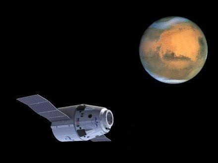 Kapsuła Dragon i planeta Mars / Credits - SpaceX i NASA