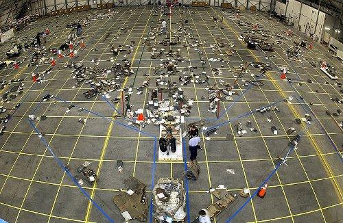 Prace nad szczątkami promu Columbia / Credits - NASA