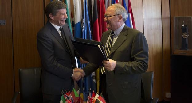 Uroczyste podpisanie umowy o współpracy nad programem ExoMars przez ESA i Roskosmos / Credits: ESA