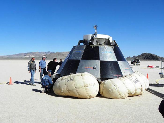 Egzemplarz testowy kapsuły CST-100 po próbie lądowania na poduszkach powietrznych / Credits: NBL Nevada