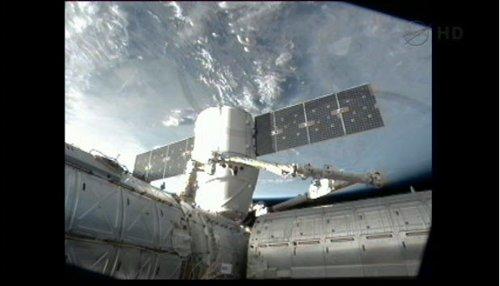 Dragon przyłączony do ISS / Credits - NASA TV