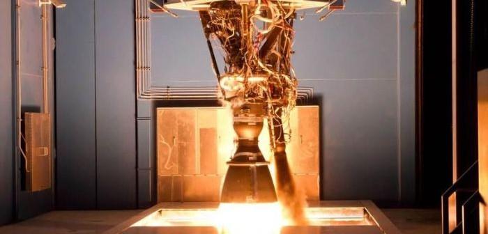 Silnik Merlin 1D w czasie testu na hamowni w ośrodku firmy SpaceX w Teksasie / Credits: SpaceX