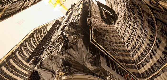 Satelita SBIRS GEO 2 w ładowni rakiety Atlas 5 / Credits: Lockheed Martin