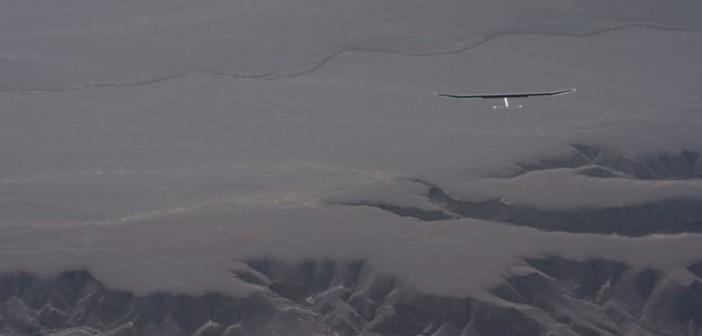 Piąty odcinek na trasie przelotu Ouarzazate-Rabat: samolot HB-SIA nad pustynią / Credits: Solar Impulse, J. Revillard