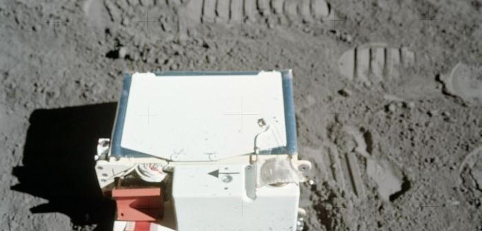 Rozłożony podczas misji Apollo 17 eksperyment LACE / Credits: NASA