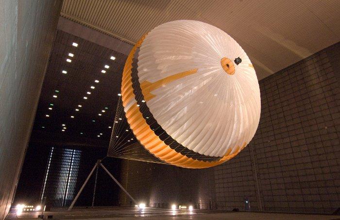 Spadochron misji MSL w trakcie testów na Ziemi / Credits - NASA, JPL