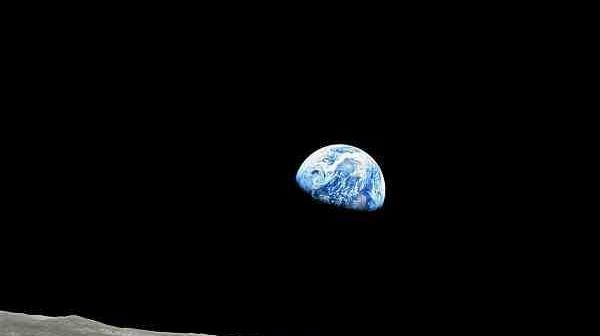 Wschód Ziemi sfotografowany przez załogę Apollo 8 / Credits: NASA
