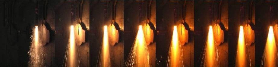 Testy silnika rakietowego (zdjęcie obrócone o 90 stopni) / Credits - SR SKA