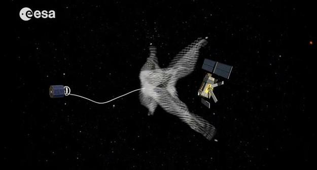 Wizja misji przechwytującej uszkodzonego satelitę / Credits - ESA