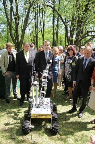 Łazik Hyperion u Premiera / Credits - Mars Society Polska