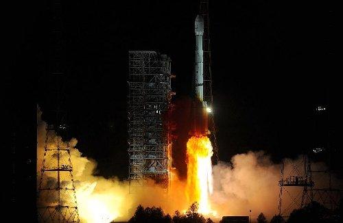 Start rakiety CZ-3B - 01.05.2013 / Credits - Xinhua/Han Yuqing