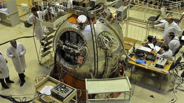 Bion-M podczas prac na Ziemi / Credits: Kosmiczne Centrum Produkcyjno-Badawcze Progress