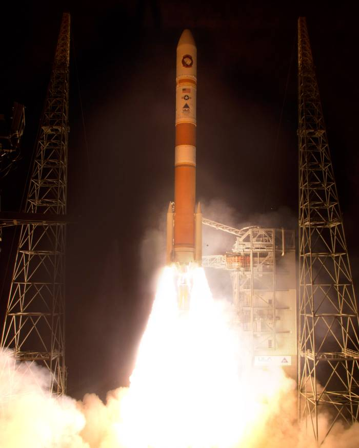 Moment startu rakiety Delta 4 z satelitą WGS 5 / Credits: Pat Corkery, United Launch Alliance
