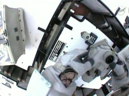 Zdjęcia przy zainstalowanym zapasowym module PFCS / Credits - NASA TV