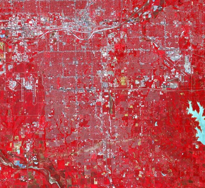 Znieszczenia w mieście Moore okiem satelity Terra / Credits - NASA