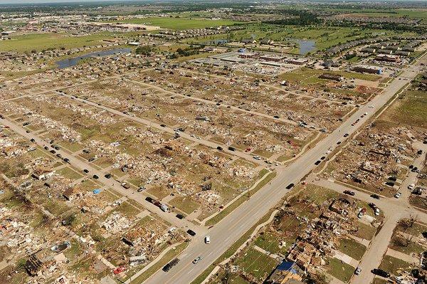Moore z pokładu śmigłowca / Credits - FEMA