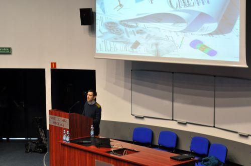 Prezentacja prezesa koła naukowego ProCAEnt - Marcina Świta. Tematem przewodnim było projektowanie CAD/CAE w mechanice. (Credit: Ardis)