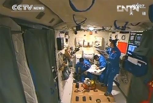 Wewnątrz TG-1 / Credits - CCTV