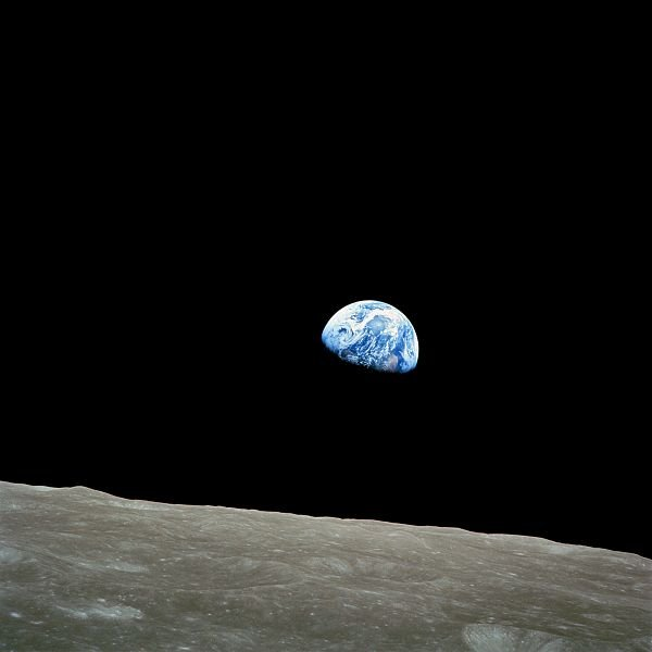 Earthrise, wykonane 24 grudnia 1968 roku  przez załogę misji Apollo 8 / Credits - NASA