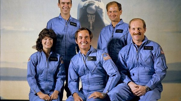 Załoga misji STS-7 / Credits - NASA