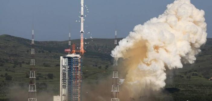 Rakieta Długi Marsz 4 / Credits - Chinanews.com
