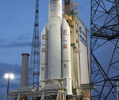 Ariane 5 ECA przygotowywana do lotu numer 214 / Credits: Arianespace