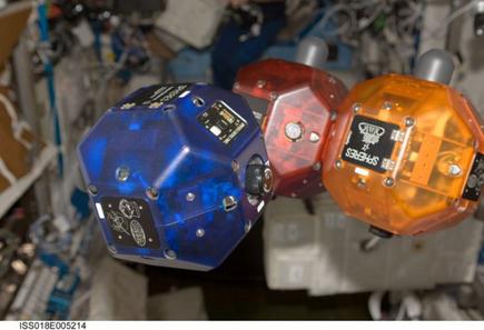 Roboty na pokładzie ISS / Credits: NASA