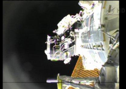 Luca Parmitano przy PMA-2 / Credits - NASA TV