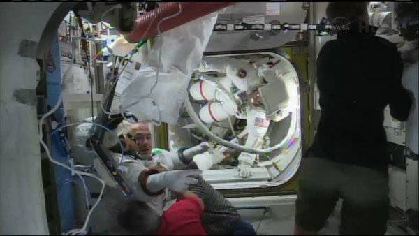 Luca Parmitano już wewnątrz ISS / Credits - NASA TV