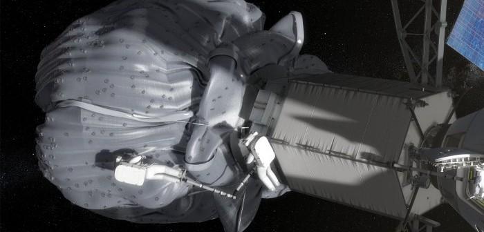 Spacer kosmiczny przy przechwyconej planetoidzie / Credits - NASA
