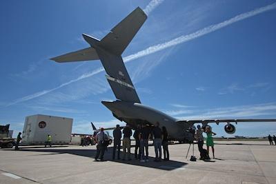 MAVEN przed załadunkiem na pokład C-17 / Credits: Spaceflight Now, Stephen Clark
