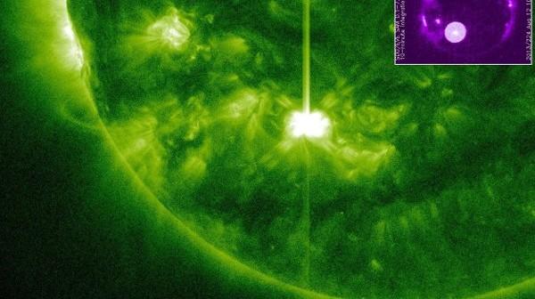Faza maksymalna rozbłysku klasy M1.5 z 1817 - 12.08.2013 / Credits - NASA, SDO