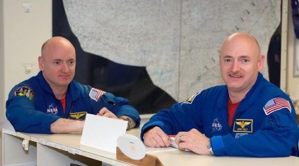 Bracia Scott i Mark Kelly - zdjęcie z 2008 roku / Credits - NASA