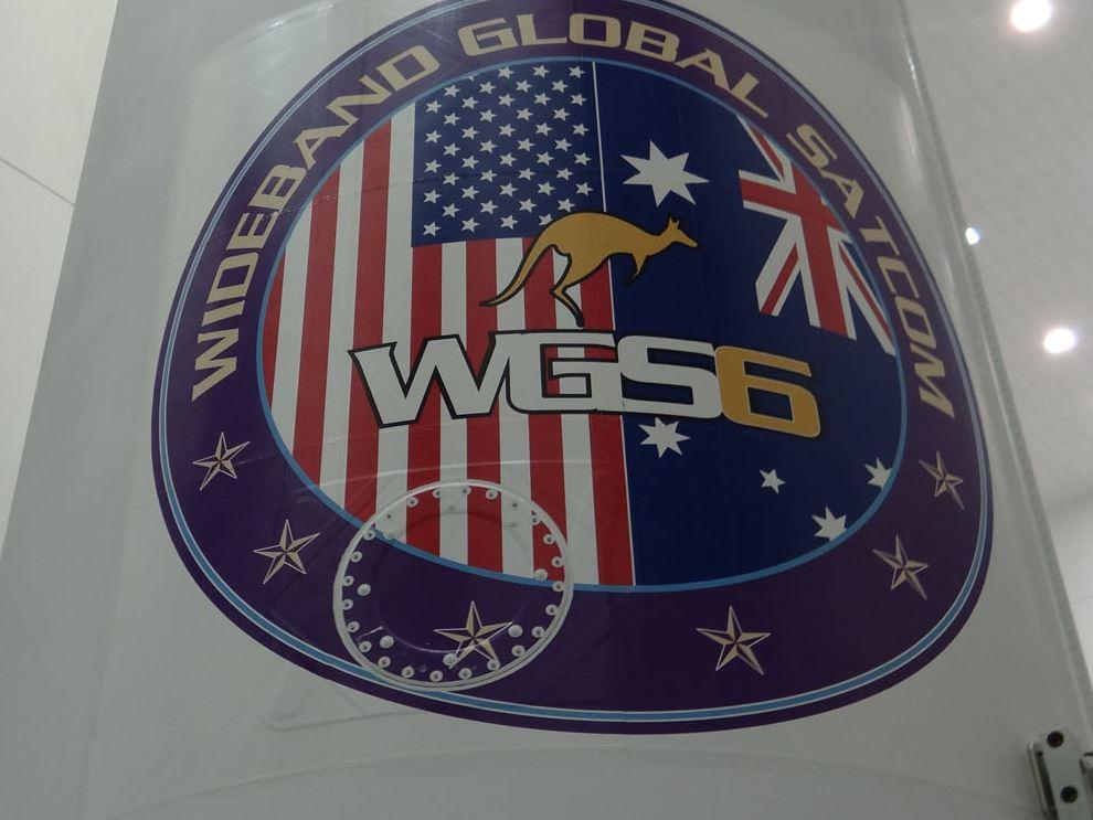 Logo misji WGS-6 na osłonie aerodynamicznej Delty IV / Credits: ULA