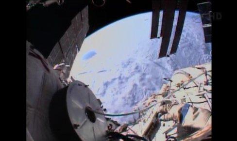 Widok na Ziemię i część ISS - ujęcie z EVA-34 / Credits - NASA TV