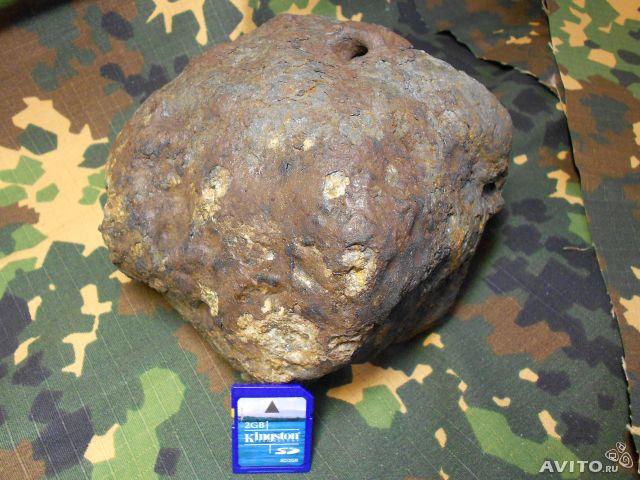 Poprzedni największy fragment meteorytu Czelabińskiego (3,36 kg) / Credits: Aleksij Usenkow