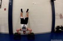 Michael Hopkins w trakcie treningu fizycznego / Credits - Train Like Mike