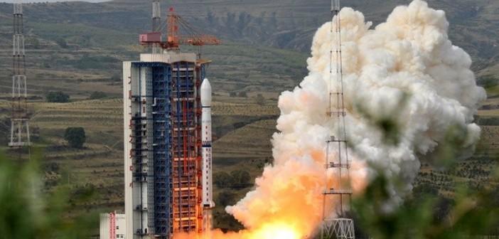 Start rakiety Długi Marsz z satelitą Feng Yun 3C / Credits: China News
