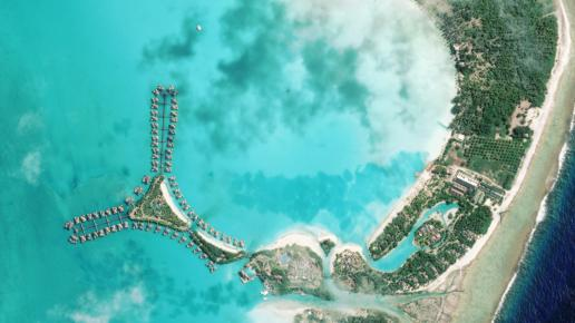 Atol Bora Bora sfotografowany przez Plaides / Credits: CNES, dystrybucja: Astrium, SPOT Images