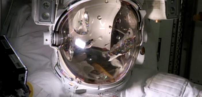 Eksperyment z odtworzenia warunków panujących w skafandrze EMU 3011 podczas EVA-23 / Credits: NASA