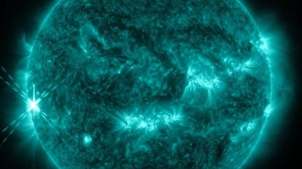 Faza maksymalna rozbłysku klasy X1.7 - grupa 1882, 25.10.2013 / Credits - NASA, SDO
