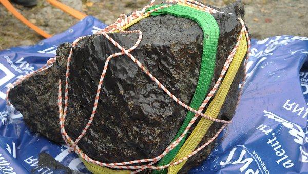 Największy do tej pory znaleziony fragment meteorytu z 15 lutego / Credits: RIA Nowosti