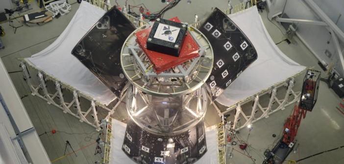 Opadające fragmenty osłony aerodynamicznej statku Orion w trakcie drugiego testu osłony / Credits: Lockheed Martin