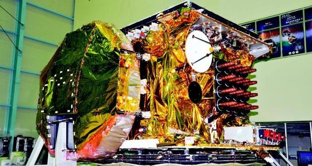 GSAT-8 w trakcie prac naziemnych / Credits: ISRO
