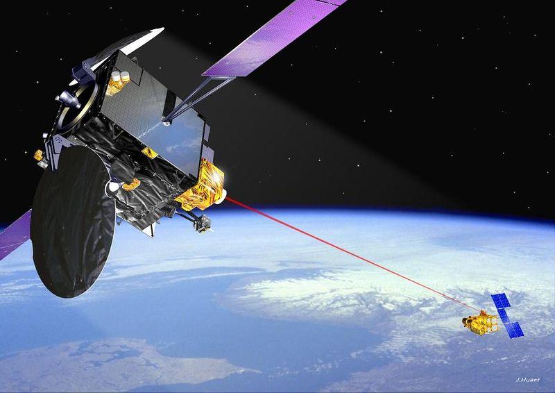 Wizja artystyczna połączenia laserowego SILEX między satelitami ARTEMIS i SPOT-4 / Credits: ESA
